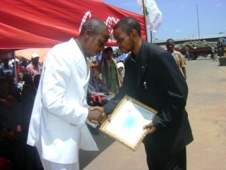 Le Maire de la Ville reçoit le diplôme d'excellence