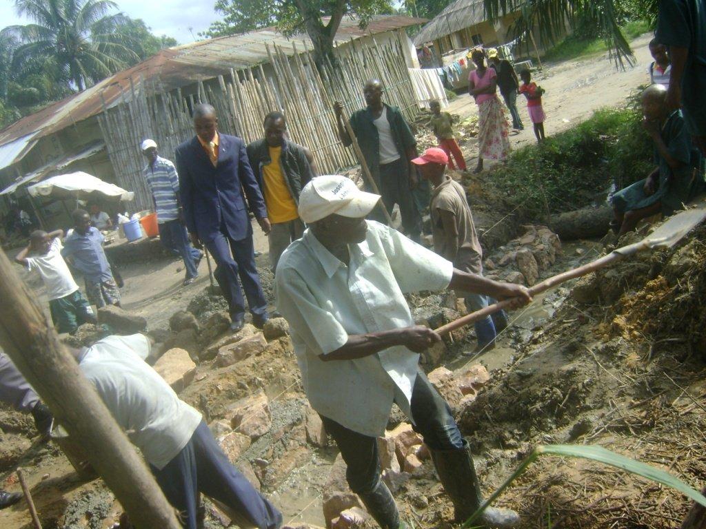 Début de travaux de construction du mini-pont « Dr Baendo 4 » sur la 11ème avenue Tshopo dans Activités du Maire baendo4b