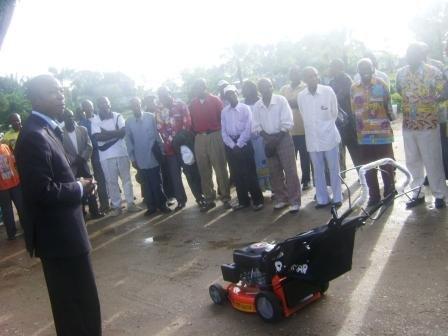 Une machine tondeuse acquise sur fonds propres de l'Hôtel de Ville de Kisangani